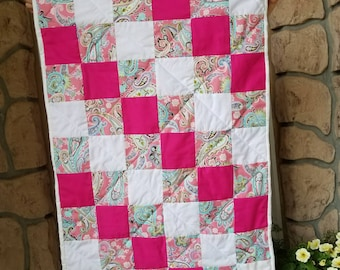Beautiful Pink and White Baby Crib Quilt