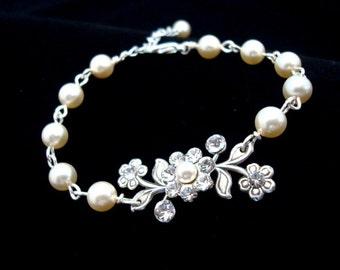 Wedding bracelet, Bridal bracelet, Wedding jewelry, Pearl bracelet, Crystal bracelet, Vintage style bracelet, Swarovski crystals and pearls