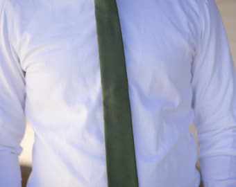 Solid green cotton skinny tie