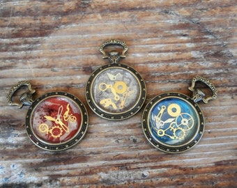 Steampunk watch pendant. Watch with Gears in Resin. Double sided watches. Steampunk jewelry. OOAK Steampunk necklace. Watch parts jewelry.