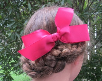 Hair bow on comb