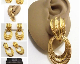Avon Hammered Convertible Hoops Clip On Earrings Gold Tone Vintage 1992 Tailored Fashion Domed Top Raised Ribs Two Pairs In One White Padded