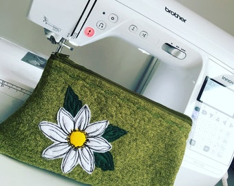 Handmade wuted bag with appliqued daisy design