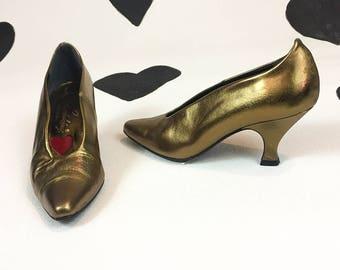 90's Luichiny Gold Bronze princess heels 1990's Spirit of the 20's metallic gold leather pumps Shoes / size 7 / kitten / magic genie heels