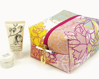Medium Cosmetic Bag // Make Up Bag In Exclusive Fabric 'IceCream' // Toiletry Bag // Floral Pattern // Cotton bag // Travel Bag // Flowers