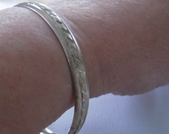 Vintage bracelet, signed ARAS embossed 925 sterling silver 8 inch bangle bracelet