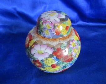 Chinese Ginger Jar, Hand-decorated Flower Design Gilded
