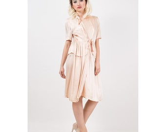 1940s wrap robe / Vintage rose gold pink satin lounge dressing gown / Loungees / Wrap dress / Pleated peplum / AS IS / S M