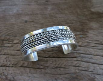 Vintage Thick Heavy Tom Hawk Sterling Silver Stacking Cuff. Native American Vintage Sterling Cuff. Boho Bohemian Women's Jewelry. E0013