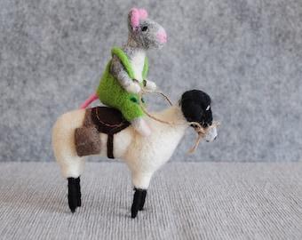 Travelling mouse - Needle felting Figure Figurine Wool OOAK Doll Animal Micky Sculpture Handmade Grey Green