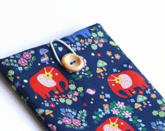 iPad Mini 2 Sleeve, Handmade Padded Tablet Sleeve for iPad Mini 3 - Elephants on Navy