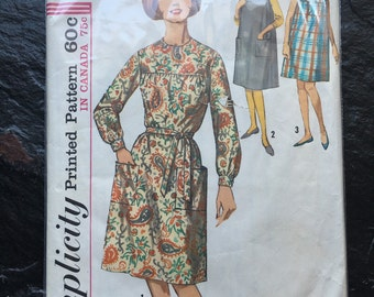 Vintage 1960s One-Piece Dress and Sleevless Dress or Jumper in Two Lengths Pattern // Simplicity 5213, Size 10-12, mod