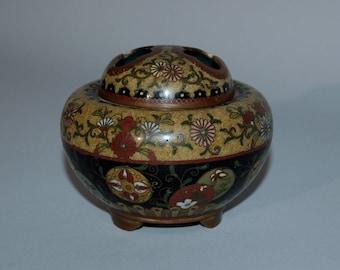 Small cloisonné koro incense burner with cover, Japan, Meiji era