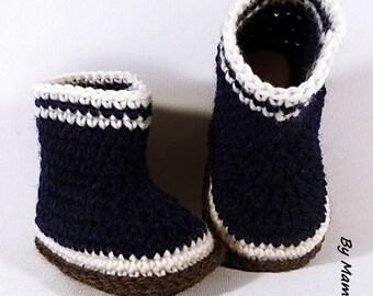 Bottes de pluie bébé en laine (3 mois) entièrement crochetées main dans un fil doux alpaga coloris bleu marine