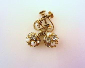 Rhinestone drop earrings. Gold clip on earrings. Screw back earrings. Rhinestone earrings. Vintage jewelry. Small earrings.