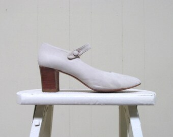 Vintage 1990s Shoes / 90s Ivory Nubuck Mary Janes / Size 6 1/2 US