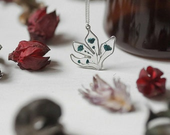 Handmade Lotus Wired Resin Necklace With Dried Flowers