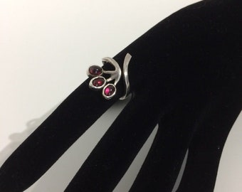 Vintage silver and garnets ring