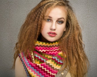 Fleece cowl with snaps, multicolour zigzag, unisex winter scarf, perfect for wool allergies