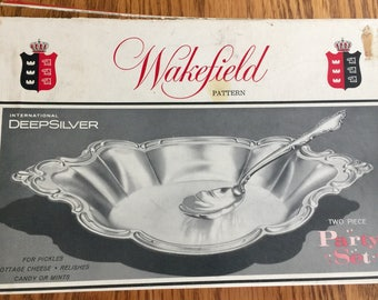 Wakefield Pattern International Deepsilver 2 Piece Party Set With Serving Spoon