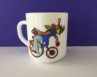 Vintage Arcopal France Clown Milk Glass Mug