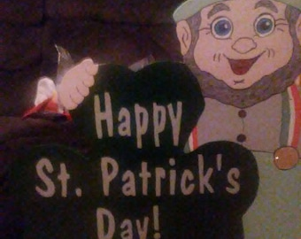 motorized, waving St. Patricks Day Decoration