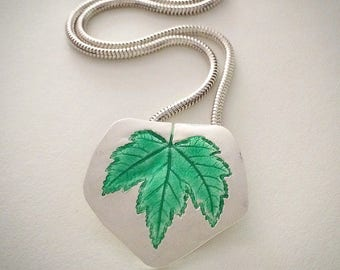 vibrant green maple leaf, silver necklace, enamel pendant, leaf jewelry, maple necklace, basse taille, champleve