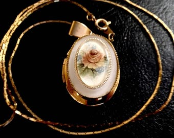 Decorative Flower Locket Necklace
