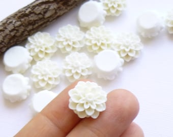 White Mum Resin Cabochon 15mm Flat Backed Flower...  15 Pieces