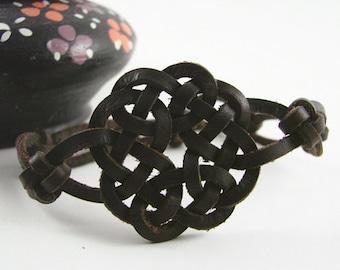 Quatre saisons Celtic noués bracelet en cuir espagnol