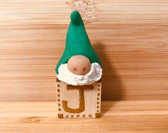 Elf on Toy block; tomte, nisse