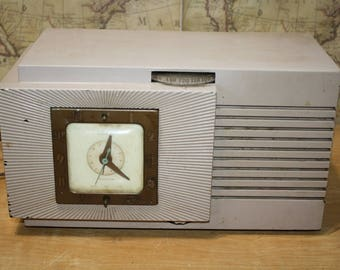 Vintage Telechrom Radio-Clock Model 8H67 - The Musalarm - item #2745