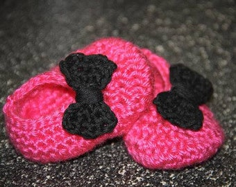 Hot pink,slippers,shoes,girls,babies,newborn,infant,photo's,shower,crocheted,gift,bow