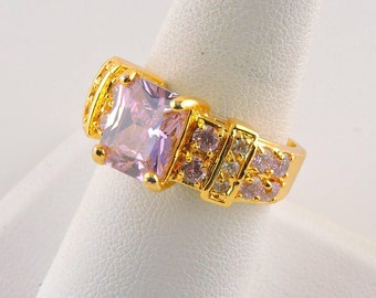 Size 8 10kt Gold Plated 4ct Radiant Pink Rhinestone Ring With Accent Stones