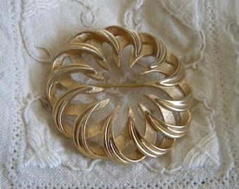 "Great Goldtone Vintage Pin 1.75"""