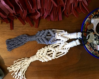Macrame Keychain - Clove Hitch Knot - White or Indigo