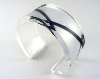 Bangle Lighthouse image, industrial design, black pattern cuff