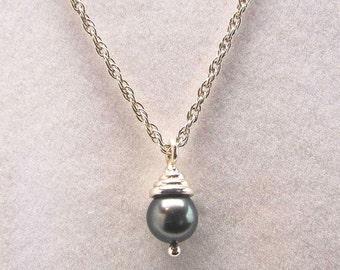 a beautiful dark gray cultured Pearl pendant