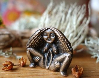 "Síofra - ""Fairy"" - Sheela na Gig - Birthing Stone - Bronze Figurine"