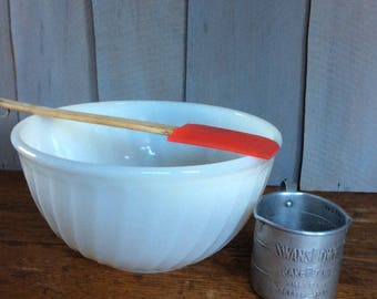 Vintage Anchor Hocking Fire King Swirl Mixing Bowl / White Swirl Bowl / Retro Mixing Bowl / Nesting Bowl / Fire King Bowl
