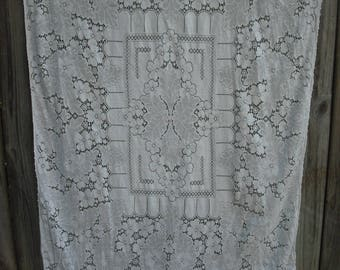 ON SALE ***203 T Vintage Rectangle Ivory Quaker Lace Tablecloth, Wedding, Shabby Chic