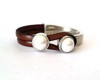 Pearl bracelet, women bracelet, leather and pearl bracelet, leather bracelet,  Hook clasp, Silver, gift for women, uno de 50 style