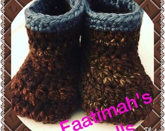Crochet small booties for boys ages 4-6