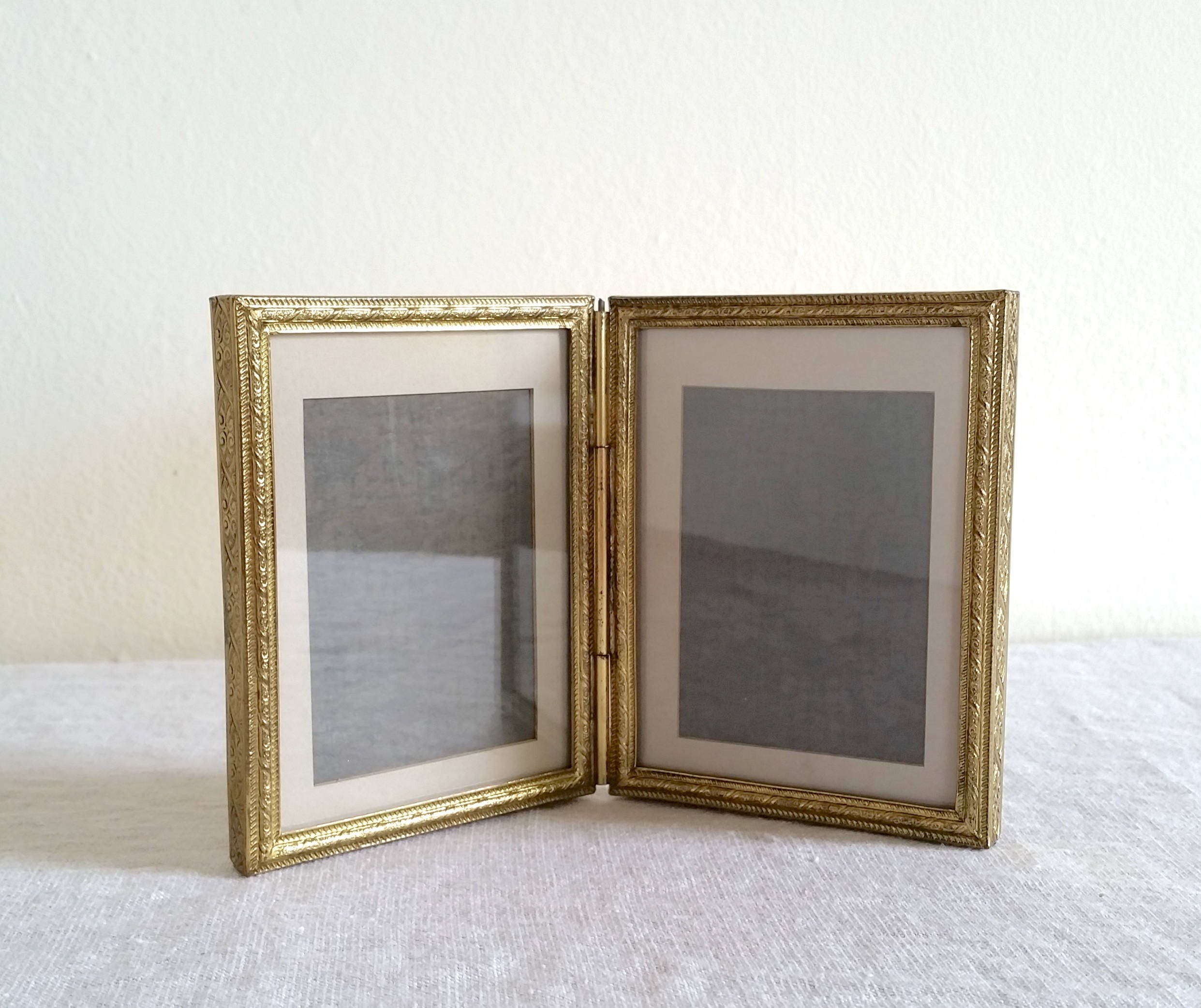 Vintage Hinged Frame, Hinged Two-Part Antique Gold Frame with Velvet ...