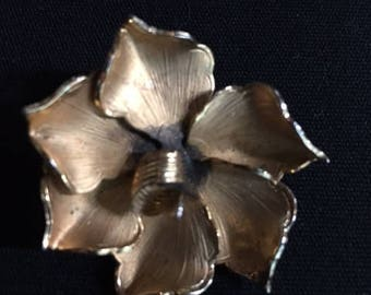 Vintage Signed Giovanni flower brooch - Beautiful
