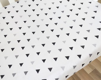 Modern fitted crib sheet. Nursery cot bedding. Fitted cot sheet. Baby bedding. Black and grey triangles. Geometric sheets.