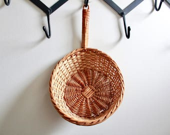 Vintage Boho Woven Basket with Handle / Vintage Woven Basket / Vintage Wicker Pan / Woven Basket / Boho Woven Basket / Boho Decor