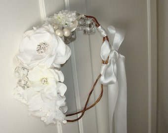 White Wedding Flower Crown, Bridal Flower Crown, Wedding Hair Accessories, Bridal Flower Crown, Wedding Headpiece, Bridal Accessories, Hair