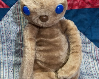 E.T Plush -1 982 The EXTRA TERRESTRIAL