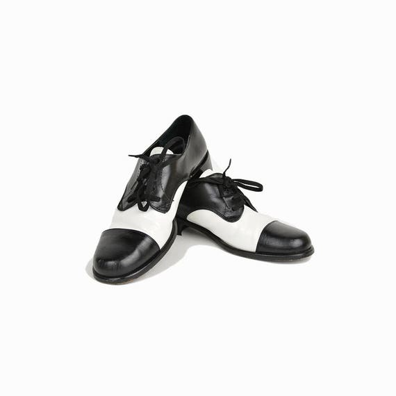 Vintage 90s Leather Saddle Shoes in Black & White / Saks Fifth Ave Shoes - women's 6.5